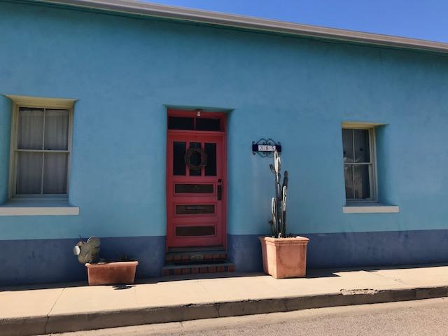 photo of adobe house in Barrio, Tucson